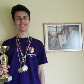 Емил Стефанов с две шампионски титли и един сребърен медал на Държавните по шахмат в Пловдив до 18 години
