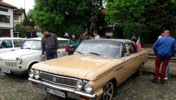 parad na retro avtomobili v Drqnovo